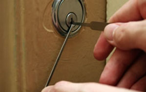Door locks Pinner